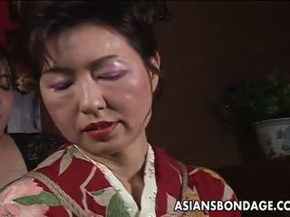 Asiatique mature chienne has une rope session à supporter: porno f5