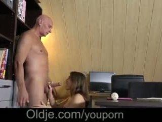 Evelina asks لها قديم trainer إلى من فضلك لها أقرن كس