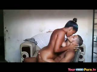 Afrikansk teenagers hemgjort sextape