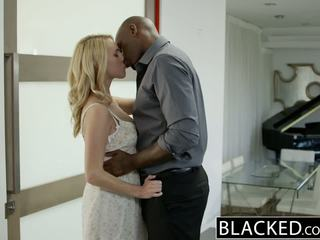 Blacked panas si rambut perang gadis cadenca lux pays off boyfriends debt oleh seks / persetubuhan bbc
