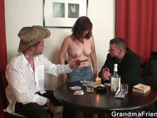Grannyen double penetration efter card spel