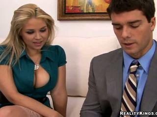блондинки, големи цици, офис