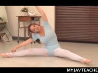 Superb ázsiai balerina gyártás neki students kívánós nál nél iskola