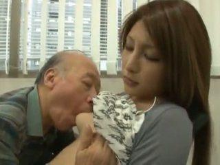 Κινέζικο youngster has αυτήν diminutive labia got laid με an ώριμος/η αγόρι