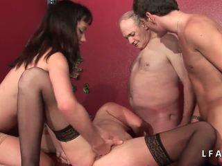2 jeunes salopes francaises sodomisees dans un คลับ.