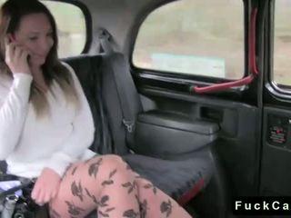 熱 屁股 褐髮女郎 性交 在 公 fake taxi