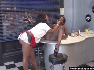 "realblackexposed ã¢â€â"" two ผู้หญิงผิวดำ hotties เลีย แต่ละ อื่น ๆ ไปยัง climax"