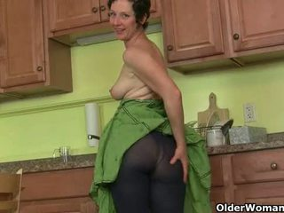 Mom's secret masturbation technique