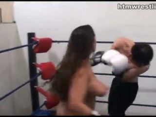 שליטה נשית איגרוף beatdowns - wimp gets dominated