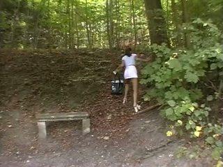 Nana forcé en la park