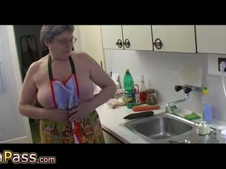 סבתא masturbate שיערי כוס שימוש דילדו ו - cucumb