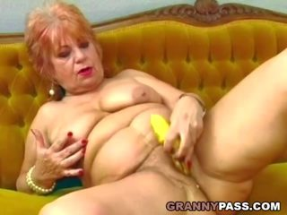 Vovó fucks dela velho cona com banana, porno d9