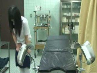 Κορίτσι του σχολείου εξαπατημένος με gynecologist