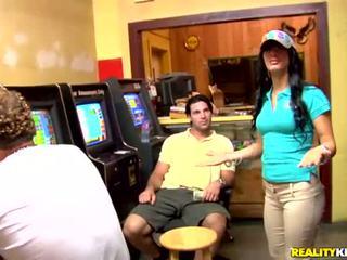 Bruneta latina anelys was picked nahoru v casino
