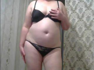 Schöne kurvige nackte Frauen Rohr