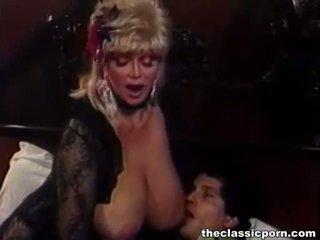 บลอนด์ ผู้หญิงสำส่อน ด้วย ใหญ่ นม fucks guy