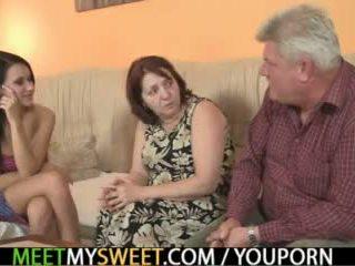 Sex-crazed vieux parents baise son fille