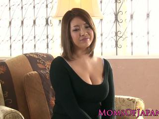 Rijpere japans mama toyed en throatfucked