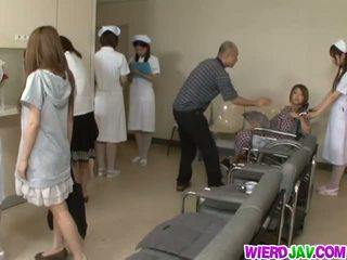 קבוצה הארדקור עם חרמן nurses