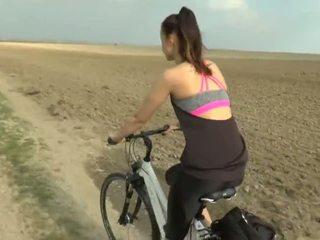 Gira namorada experiência bike a trair - porno vídeo 831