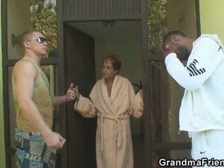 Rassidevaheline kolmekesi orgia koos granny