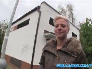 Publicagent lươi pierced cô gái tóc vàng fucks trong công khai