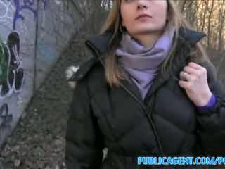 Publicagent sales wanita has seks dalam yang hutan