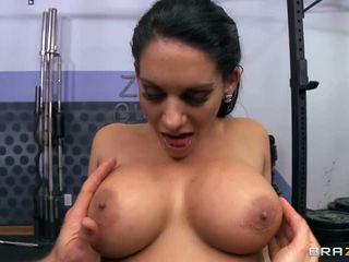 Sexy Bella Reese Shows Off Her M.
