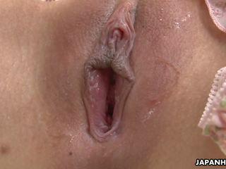 Schattig aziatisch babe speelbal neuken haar soaking nat kut.