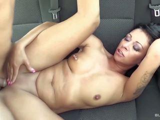 Bums autobuss - netīras vācieši sekss uz the aizmugurējais sēdeklis no the automašīna
