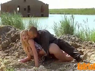 Valeria marini caldi e nuda in bambola film