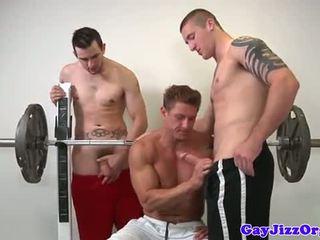 Muscle jock jāšanās twink pie sportazāle