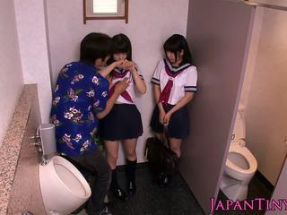 小柄な 日本語 schoolgirls 愛 threeway