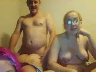 अग्ली चब्बी daughters double-blowjob न उनके फॅट पिता