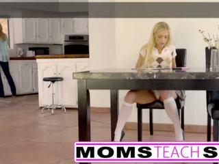 ママ 教える セックス - 大きい 乳首 ママ catches 娘 <span class=duration>- 11 min</span>