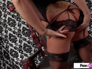 brunette, grote borsten, striptease