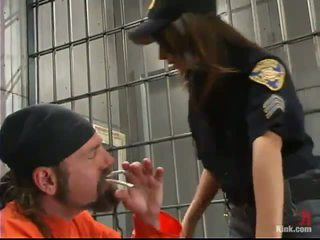 Sleaze polisiýa officer gia jordan dominated and made love in the gyzyň bampery hole by inmate