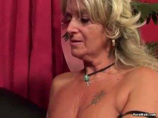 Oma having anaal seks met neuken machine