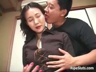 Splendide mature asiatique chienne sucks part2