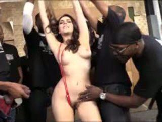 Valentina nappi למצוץ lots של שחור cocks ל כולם גומרים עליה על הפנים