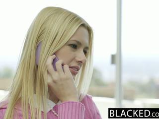Blacked blondinka aýaly kennedy kressler gets hakyňy almak with a big gara sik