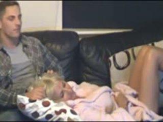 Madre e figlio beccato da nascosto cammera