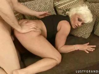 Marota avó enjoys difícil sexo