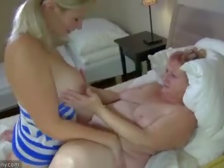 Oldnanny 奶奶 和 青少年 masturbate 同 sextoy