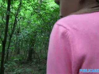 Publicagent innocent ser tonårs knull i den woods
