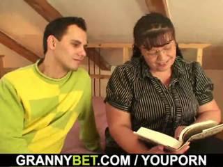 שמן תולעת ספרים גברת הוא picked למעלה ל לשחק