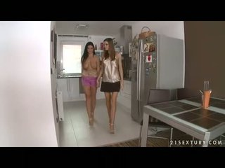 Uly emjekli lezbiýanka christina jolie gets her gigantic boobies adored by lusty eufrat