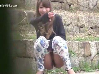 중국의 소녀 가기 에 toilet.3