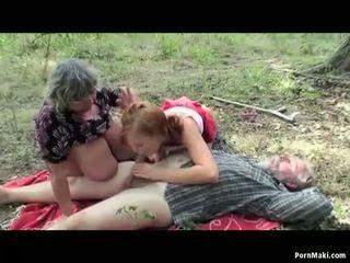 Berpayu dara besar nenek having menyeronokkan dalam yang hutan