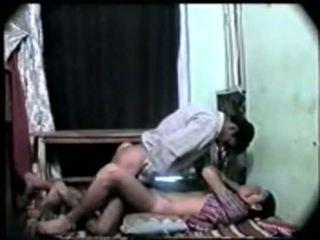 Desi indisk flicka först tid kön med henne boyfriend-on klotter